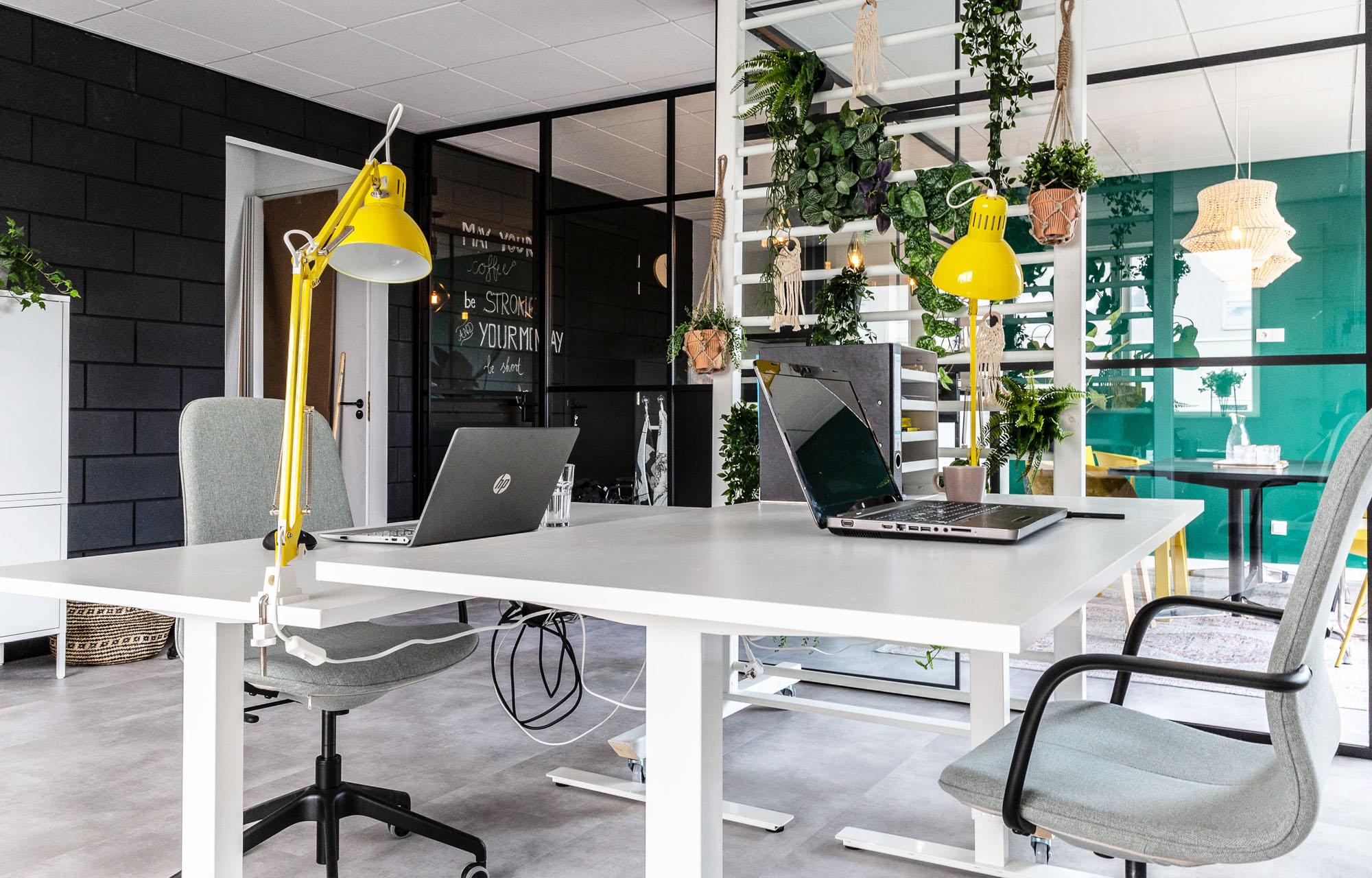 Een eigen bureau in Almere